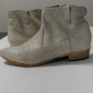 Shoes - Giove RARE snakeskin booties